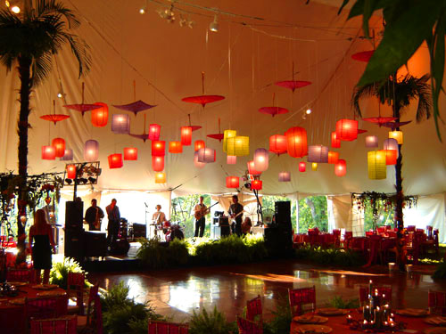 Paper lanterns: for a stunning décor and a truly magical moment at